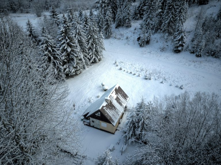Romanticka chata Liptovský Ján v zime zhora