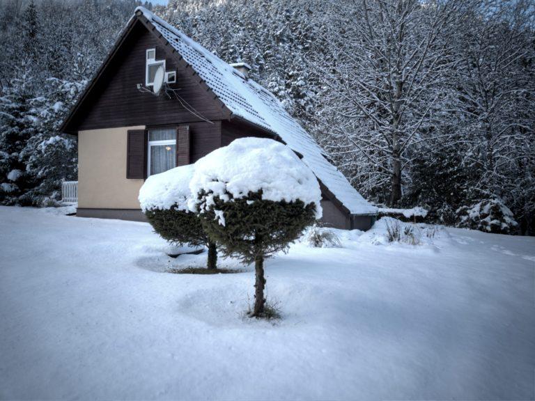 Romanticka chata Liptovský Ján zasnezena
